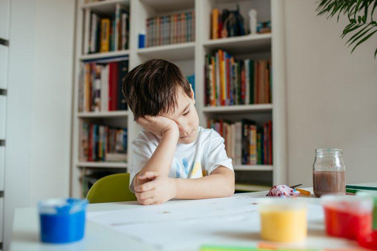 tourettov syndrom prejavy u deti, diagnostika autizmu
